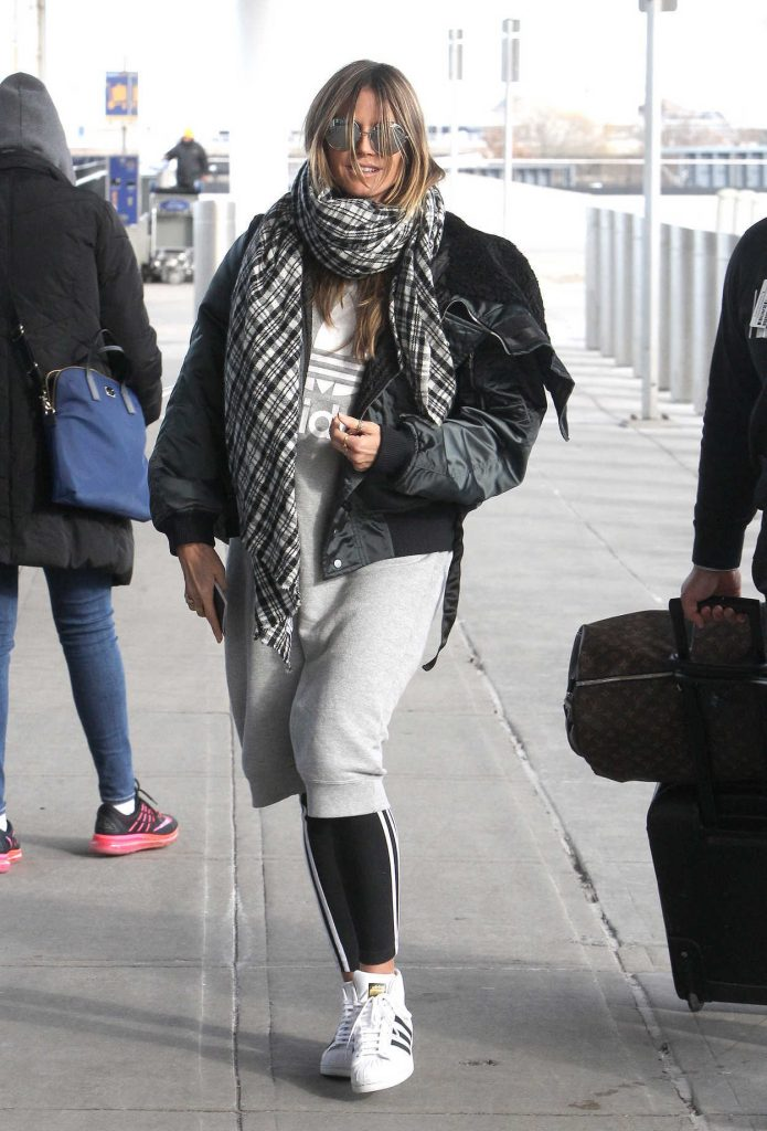 Heidi Klum Arrives at JFK Airport in New York 12/20/2017-2