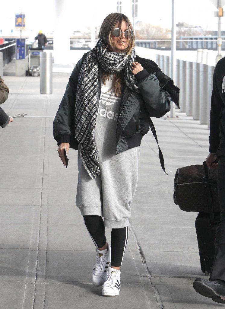 Heidi Klum Arrives at JFK Airport in New York 12/20/2017-4