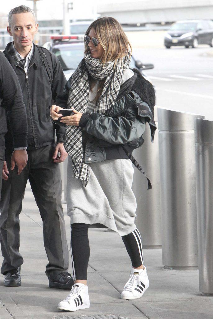 Heidi Klum Arrives at JFK Airport in New York 12/20/2017-5