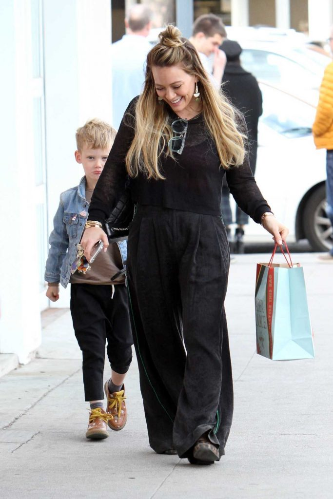 Hilary Duff Goes Some Christmas Shopping with Son Luca Comrie in LA 12/23/2017-3