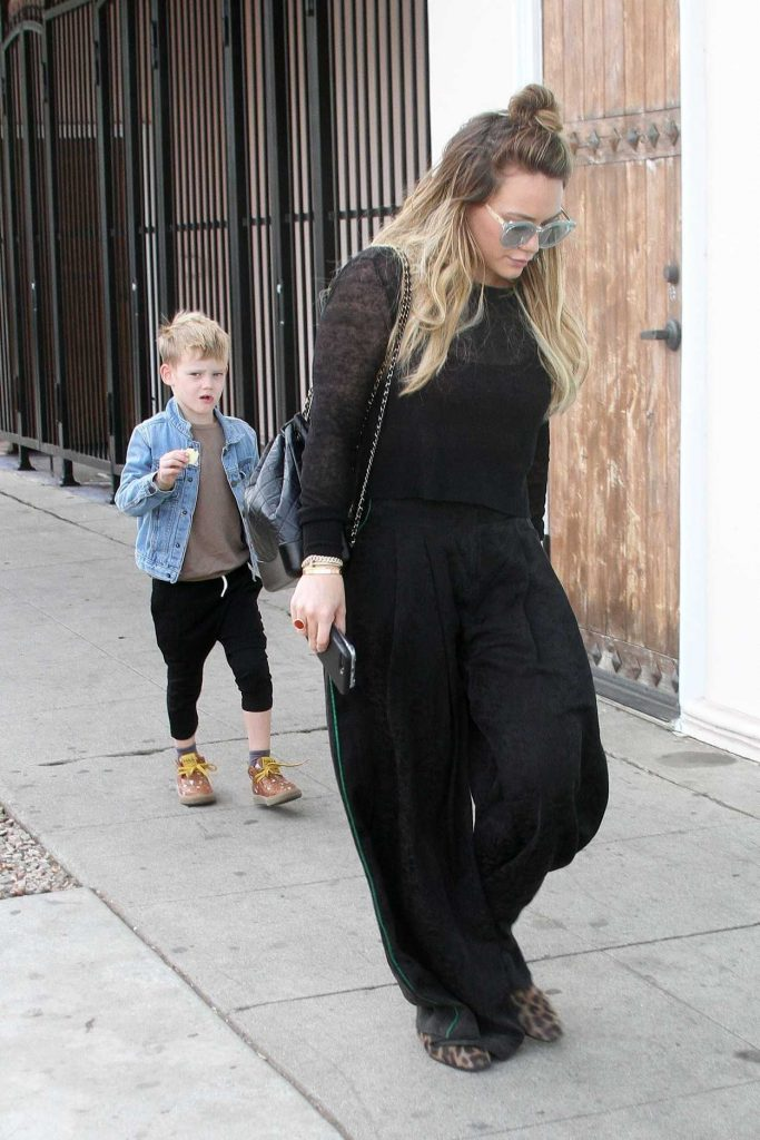 Hilary Duff Goes Some Christmas Shopping with Son Luca Comrie in LA 12/23/2017-4