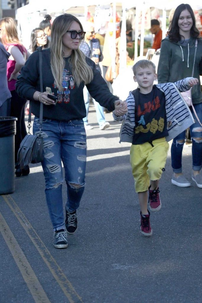 Hilary Duff Was Seen at the Farmers Market with Her Son Luca in Studio City 12/17/2017-1