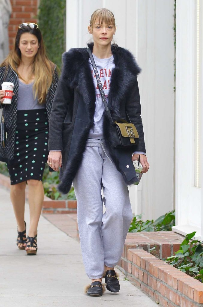 Jaime King Grabs a Cold Beverage from Alfred Coffee in West Hollywood -1