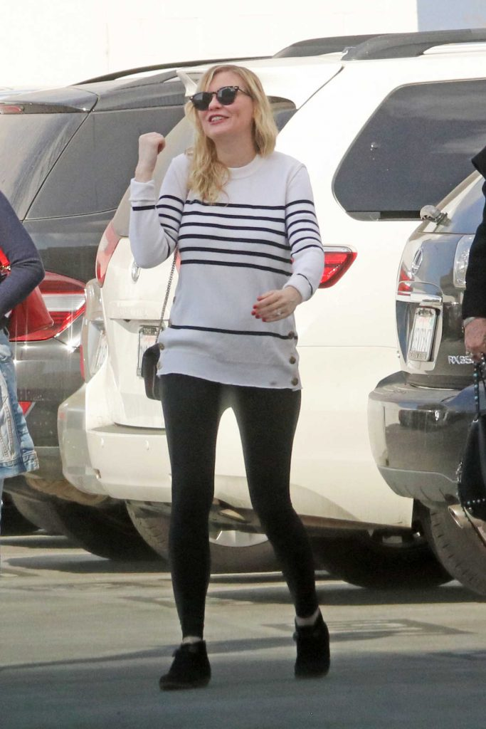 Kirsten Dunst Leaves an Office Building in Santa Monica 12/20/2017-1