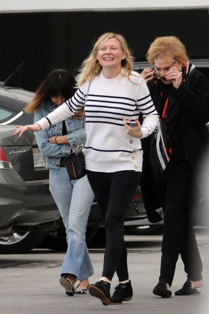 Kirsten Dunst Leaves an Office Building in Santa Monica 12/20/2017-4