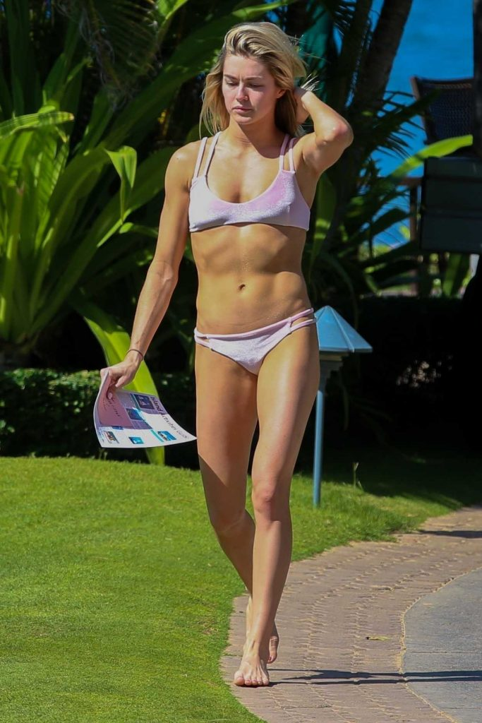 Lindsay Arnold in Bikini at the Beach in Hawaii 12/03/2017-2