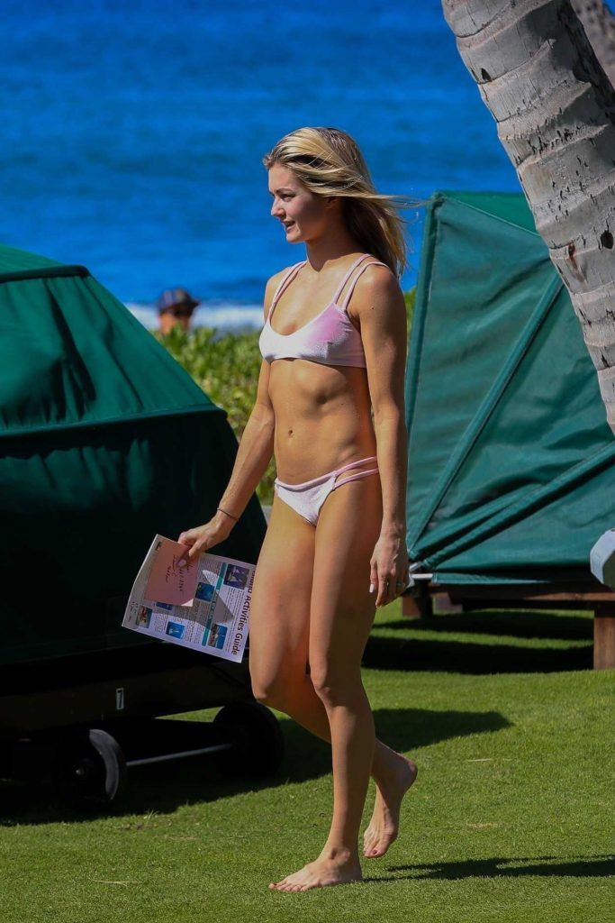 Lindsay Arnold in Bikini at the Beach in Hawaii 12/03/2017-3