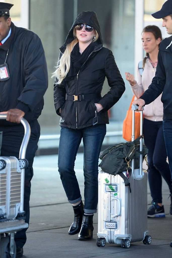 Lindsay Lohan Arrives to JFK Airport in New York City 12/04/2017-3