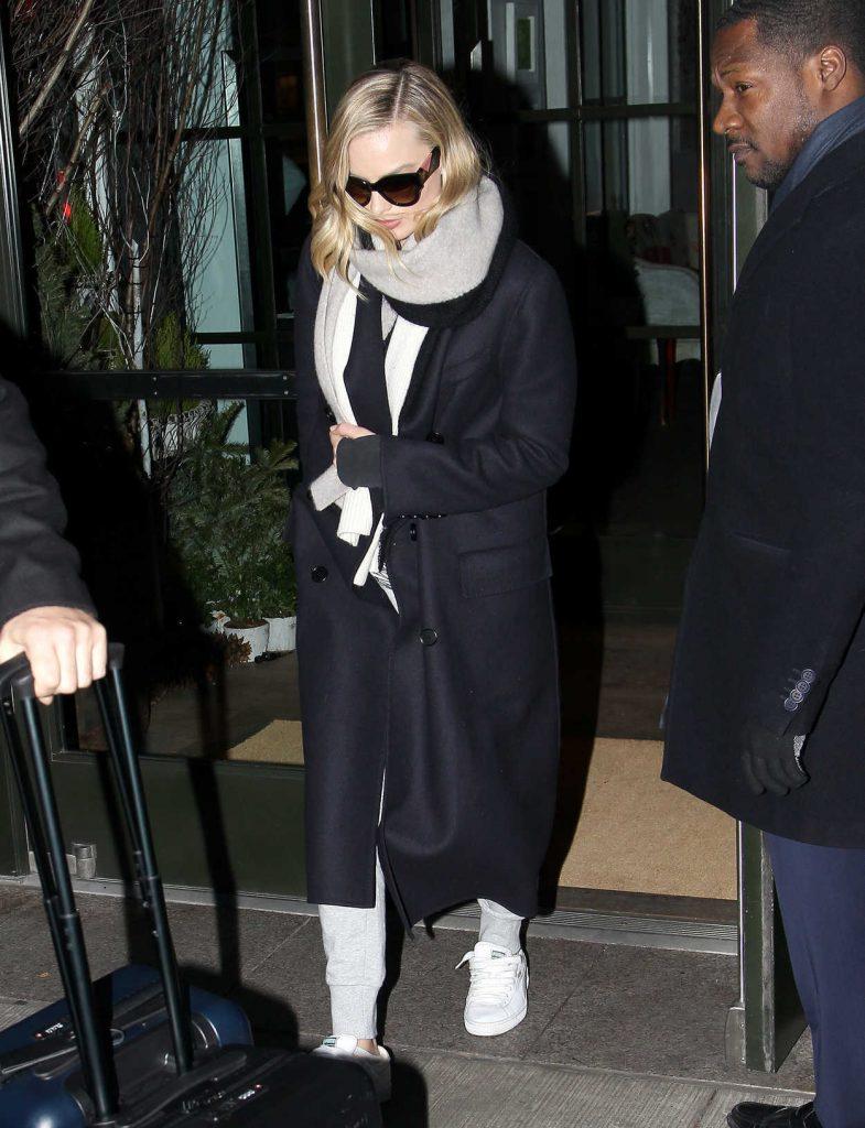 Margot Robbie Leaves Her Hotel in New York City 12/13/2017-1