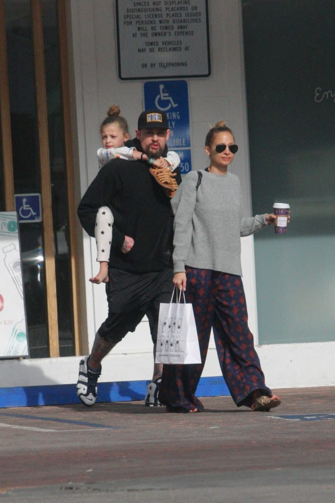 Nicole Richie Was Spotted with Her Family Out in Los Angeles 12/26/2017-1