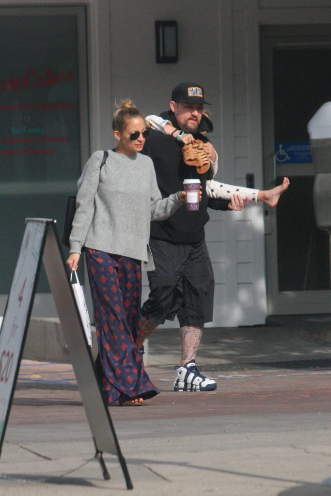Nicole Richie Was Spotted with Her Family Out in Los Angeles 12/26/2017-2