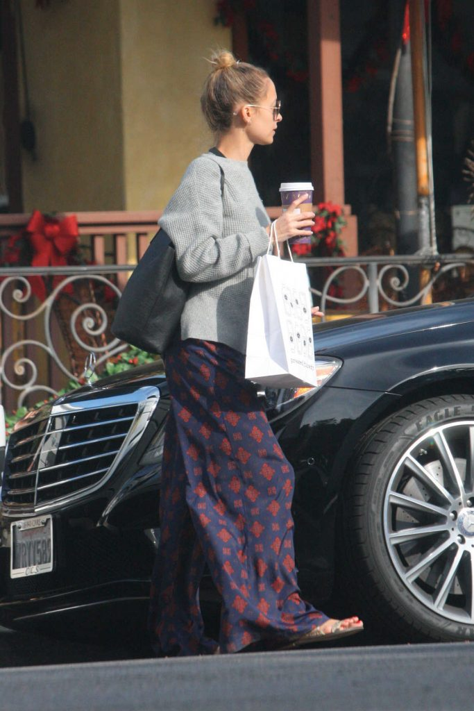 Nicole Richie Was Spotted with Her Family Out in Los Angeles 12/26/2017-4