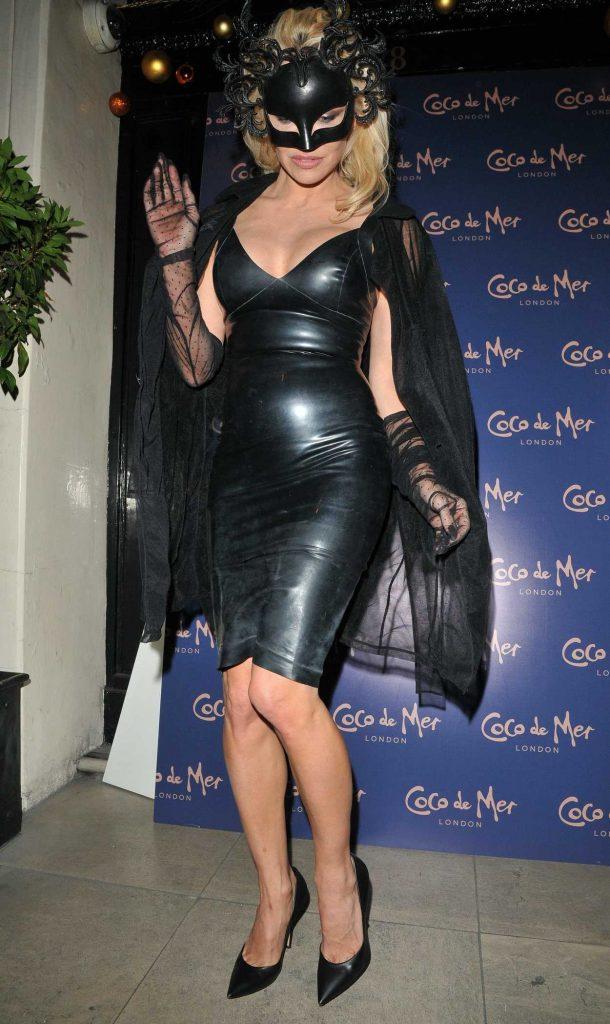 Pamela Anderson Arrives at Mortons Private Members Club in London 12/05/2017-5