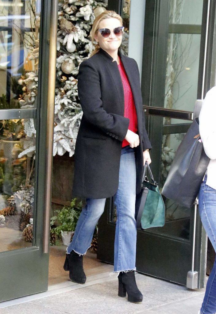 Reese Witherspoon Leaves Her Hotel in New York 11/29/2017-1