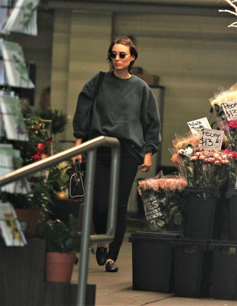 Rooney Mara Leaves a Grocery Store in Beverly Hills 12/09/2017-1
