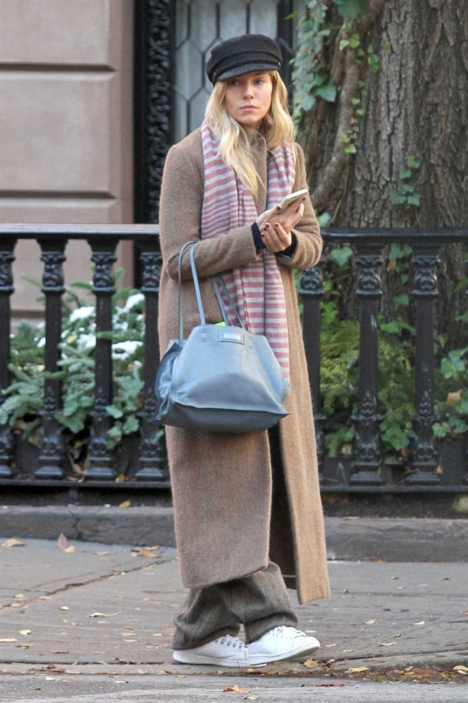 Sienna Miller Was Seen Out in New York 12/11/2017-1