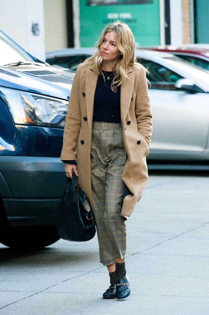 Sienna Miller Wears a Beige Coat Out in New York 11/29/2017-1