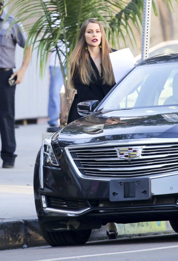 Sofia Vergara on the Set of Modern Family in Los Angeles 12/07/2017-5