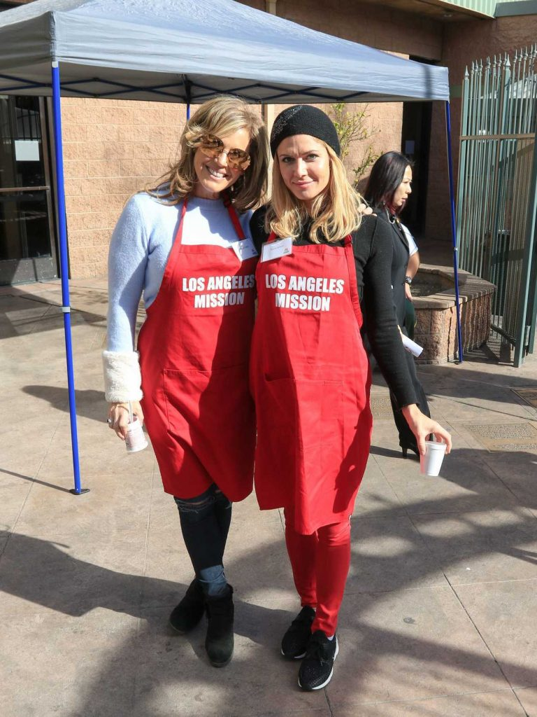 Torrie Wilson at Los Angeles Mission's Christmas Celebration on Skid Row 12/22/2017-2