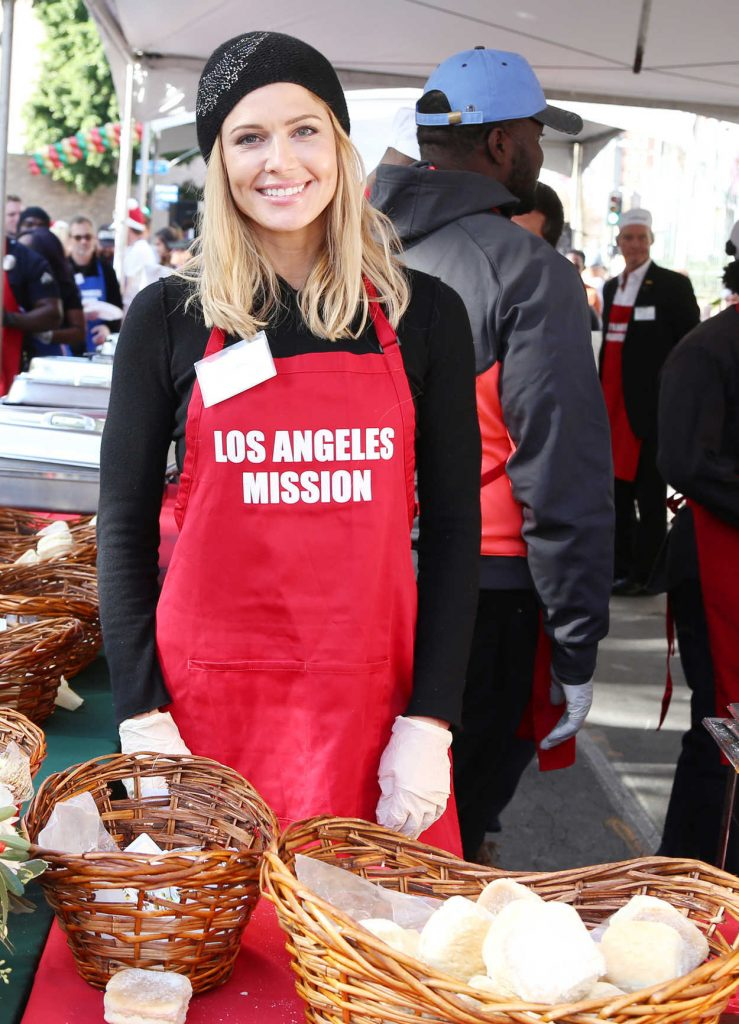 Torrie Wilson at Los Angeles Mission's Christmas Celebration on Skid Row 12/22/2017-3