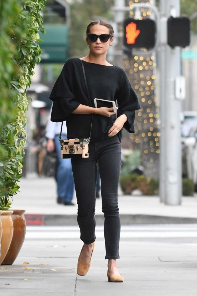 Alicia Vikander Was Spotted with a Friend in Beverly Hills 01/16/2018-1