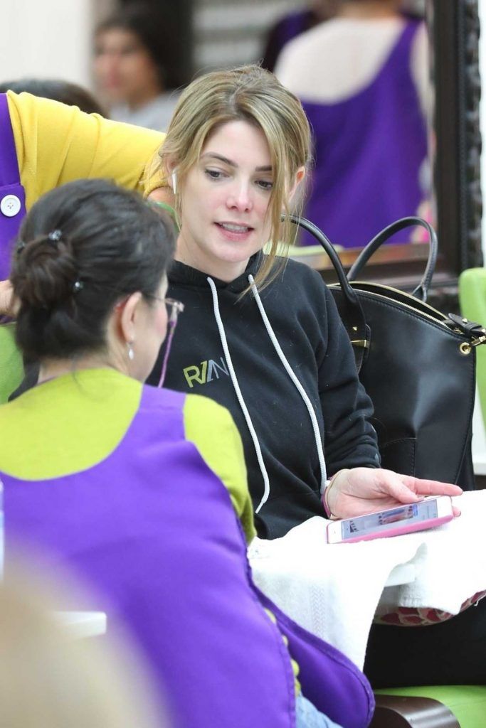 Ashley Greene Leaves Beverly Hills Nail Design in Beverly Hills 01/26/2018-2