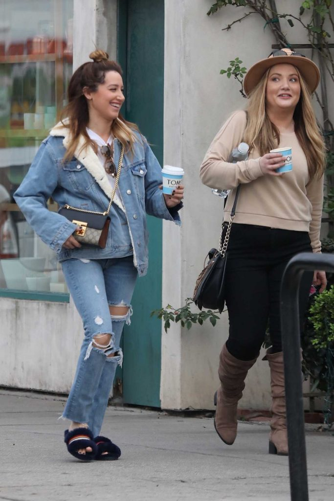 Ashley Tisdale Grabs Coffee with a Friend in Venice 01/16/2018-1