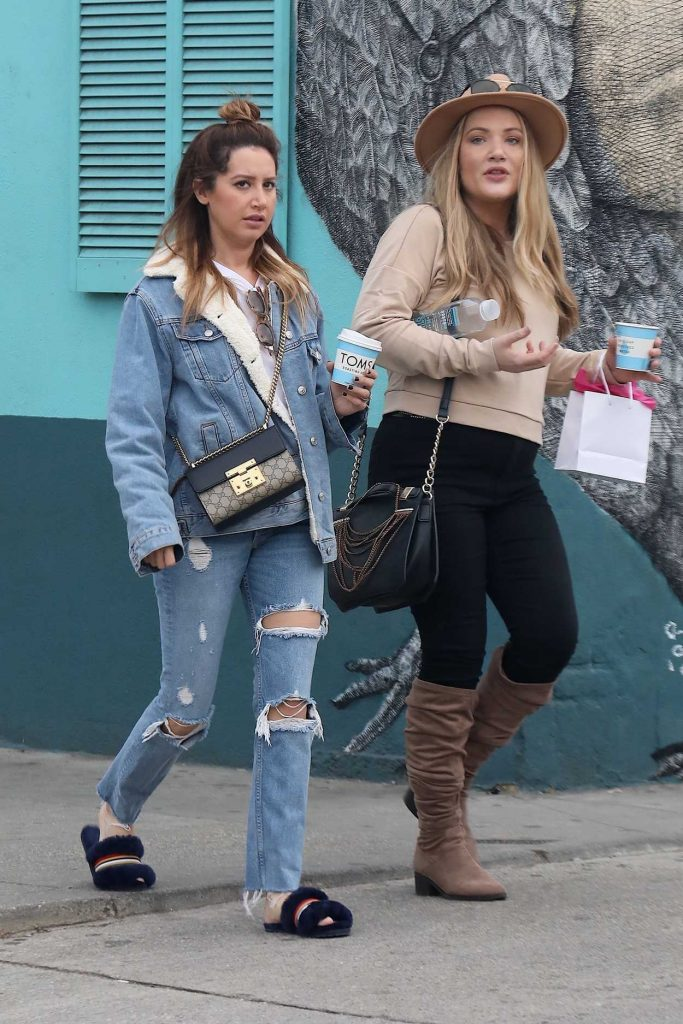 Ashley Tisdale Grabs Coffee with a Friend in Venice 01/16/2018-4