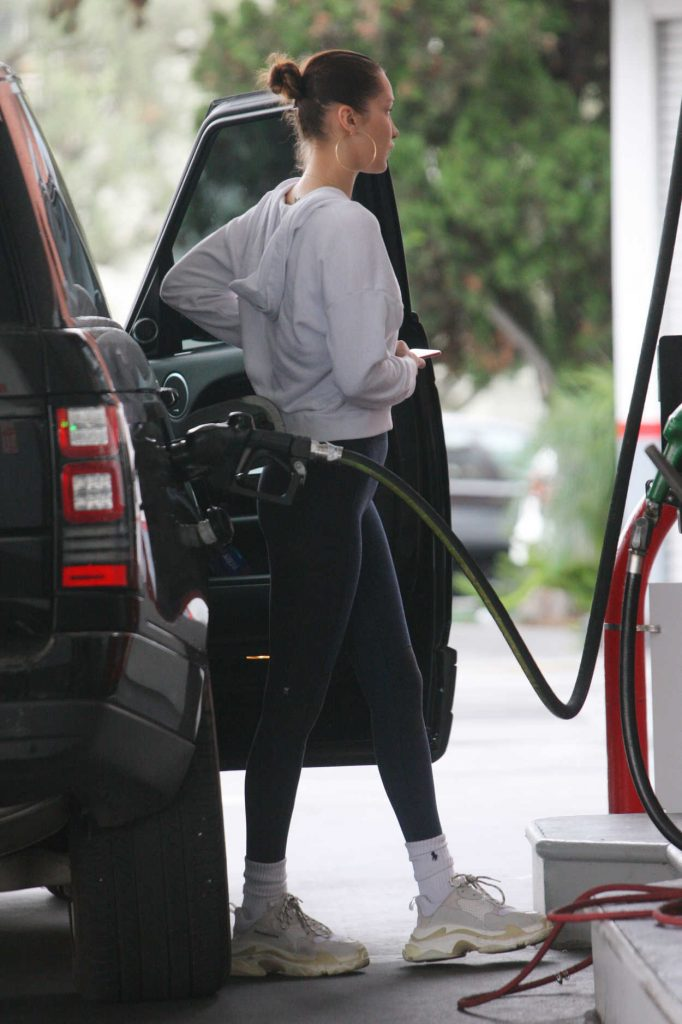 Bella Hadid Pumps Gas at the Gas Station in Beverly Hills 01/08/2018-2