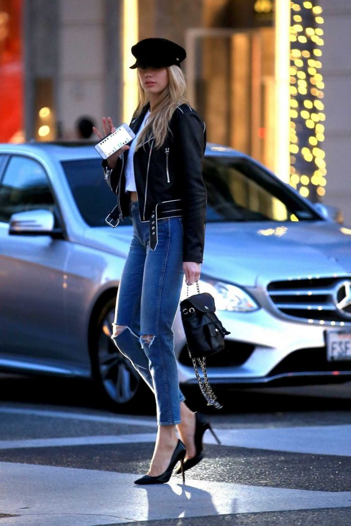 Charlotte McKinney Was Spotted Out in Beverly Hills 01/17/2018-3