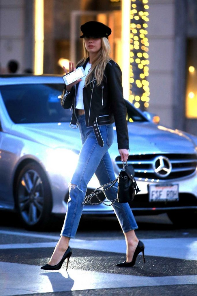 Charlotte McKinney Was Spotted Out in Beverly Hills 01/17/2018-4