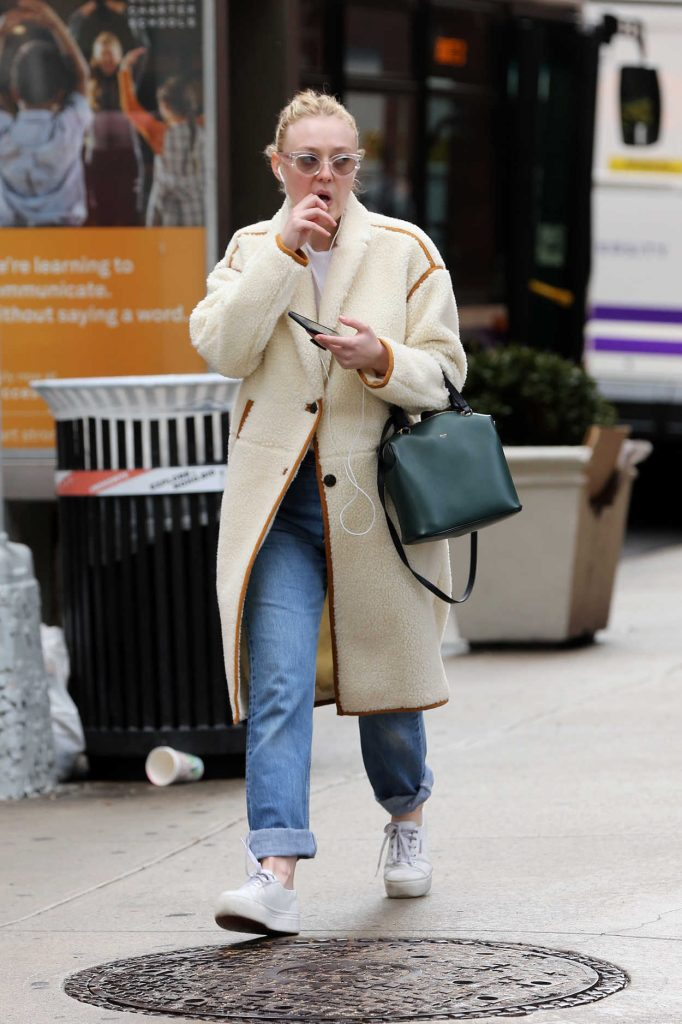 Dakota Fanning Heads to a Class at NYU in NYC 01/23/2018-1