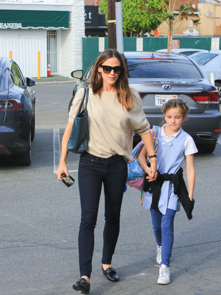Jennifer Garner Was Seen Out with Her Daughter Seraphina in Los Angeles 01/29/2018-1