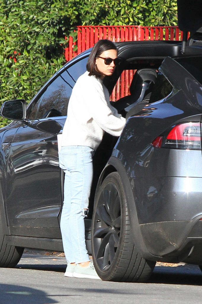 Mila Kunis Was Spotted Out in LA 01/15/2018-3