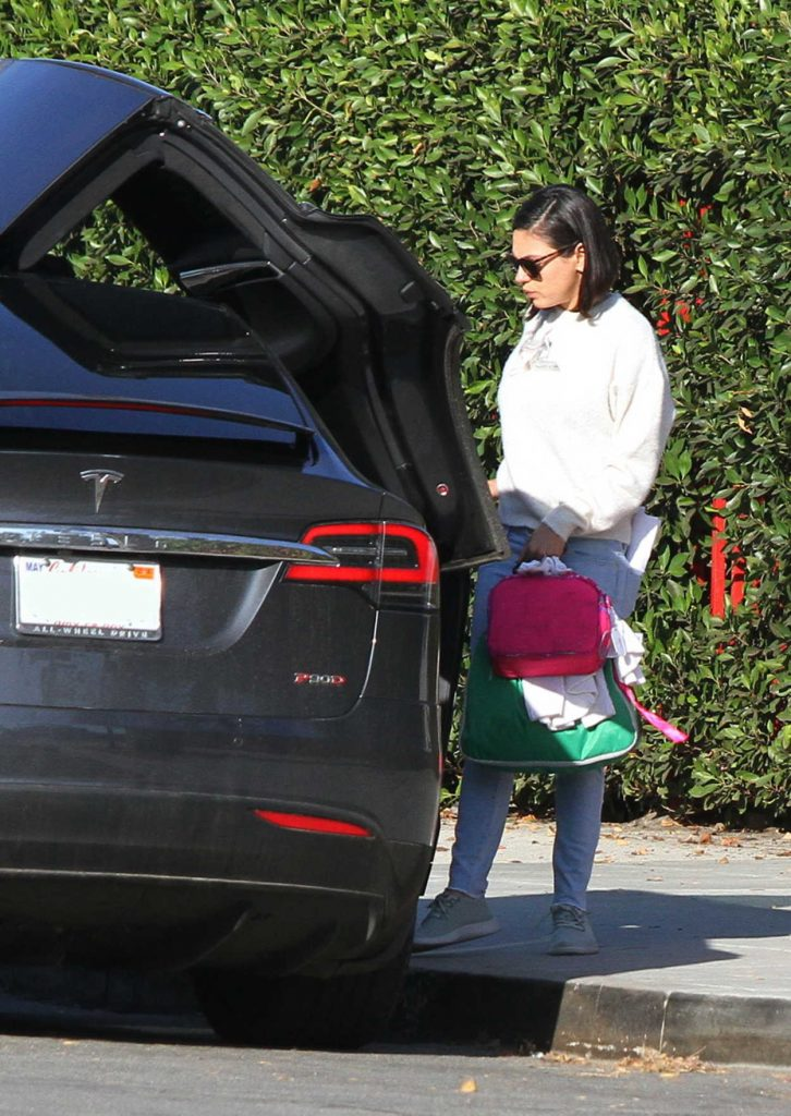 Mila Kunis Was Spotted Out in LA 01/15/2018-4