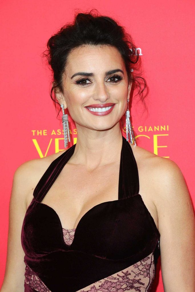 Penelope Cruz at The Assassination of Gianni Versace: American Crime Story Screeneng in Hollywood 01/08/2018-5