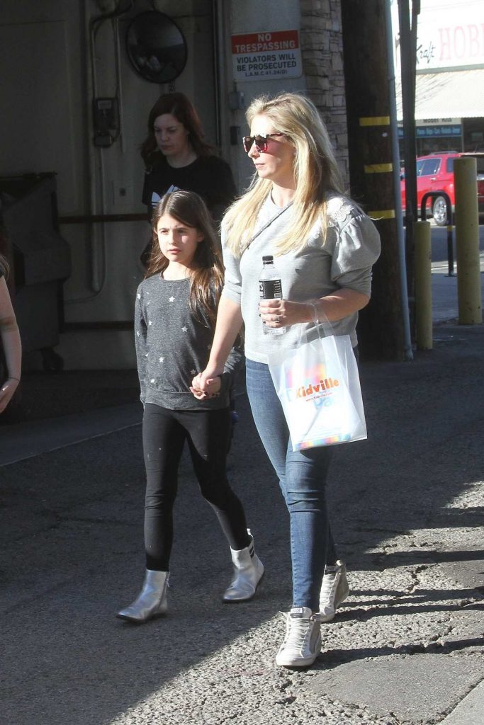 Sarah Michelle Gellar Out with Her Daughter in Studio City 01/27/2018-2