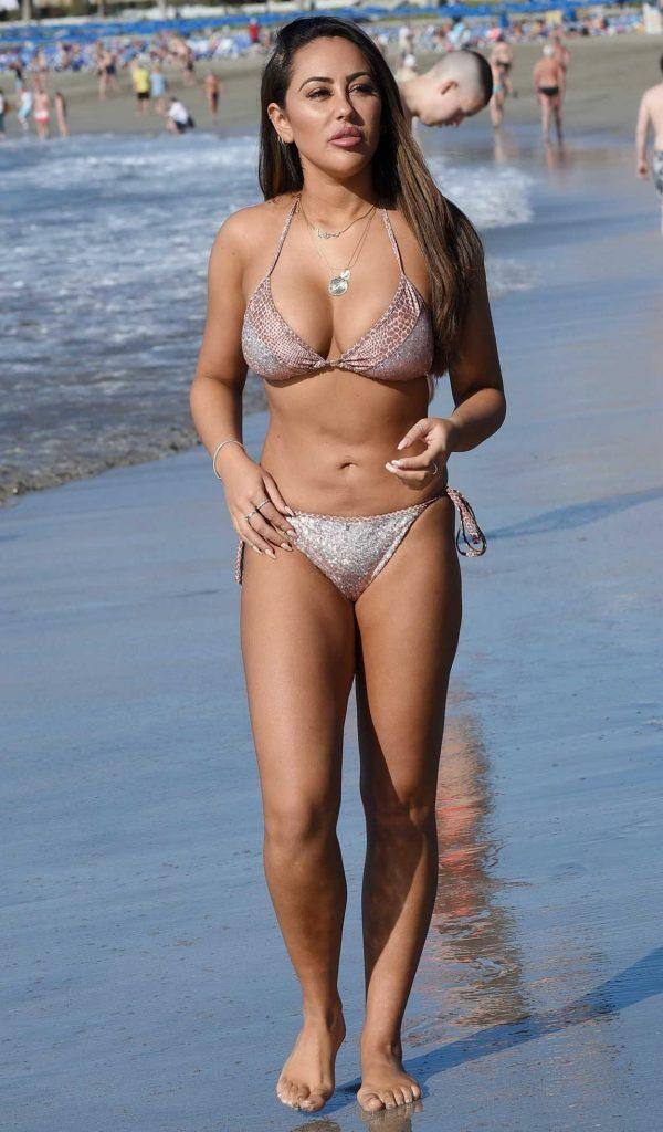 Sophie Kasaei in Bikini at the Beach in Turkey 01/14/2018-1