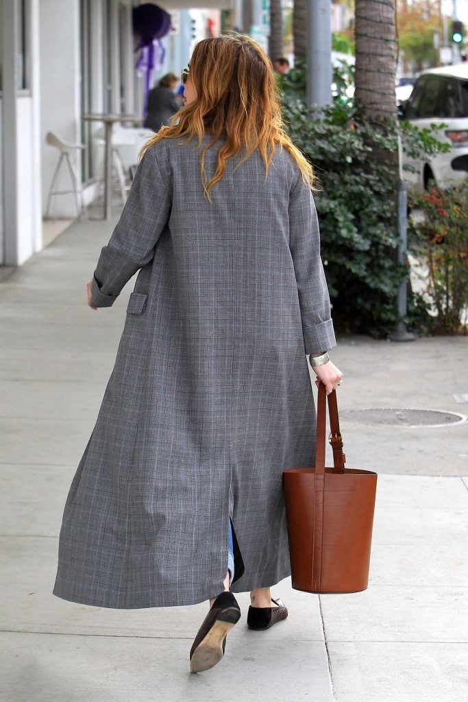 Zoey Deutch Goes Shopping in Beverly Hills 01/03/2018-5