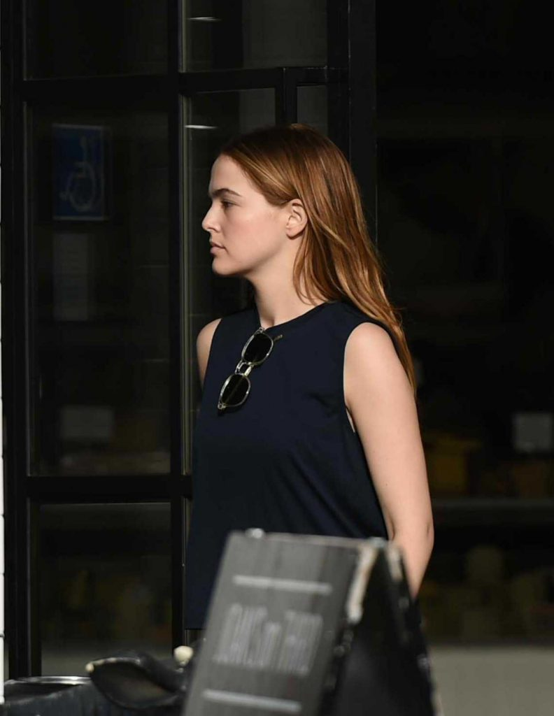 Zoey Deutch Leaves Joan's on Third with Some Friends in Studio City 01/06/2018-1