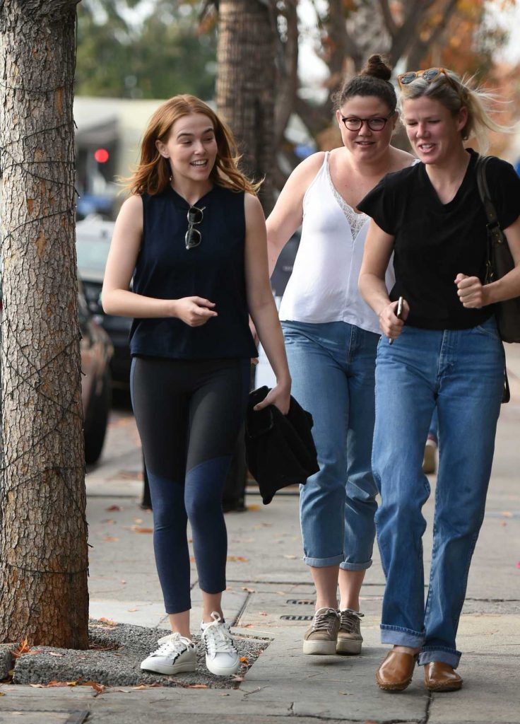 Zoey Deutch Leaves Joan's on Third with Some Friends in Studio City 01/06/2018-3