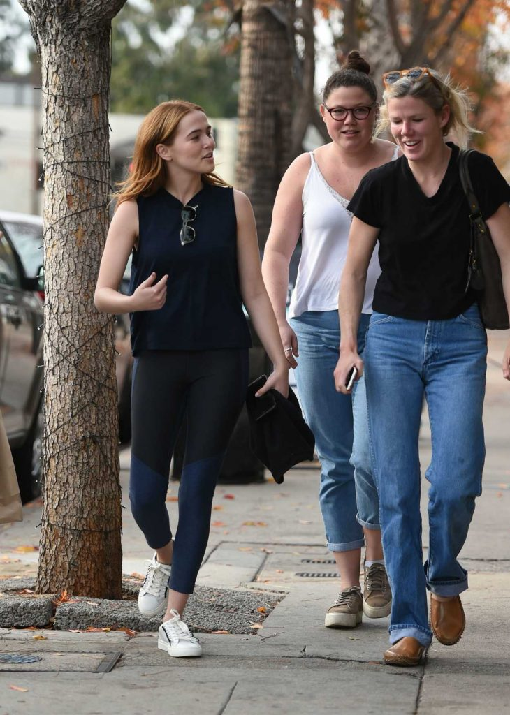 Zoey Deutch Leaves Joan's on Third with Some Friends in Studio City 01/06/2018-4