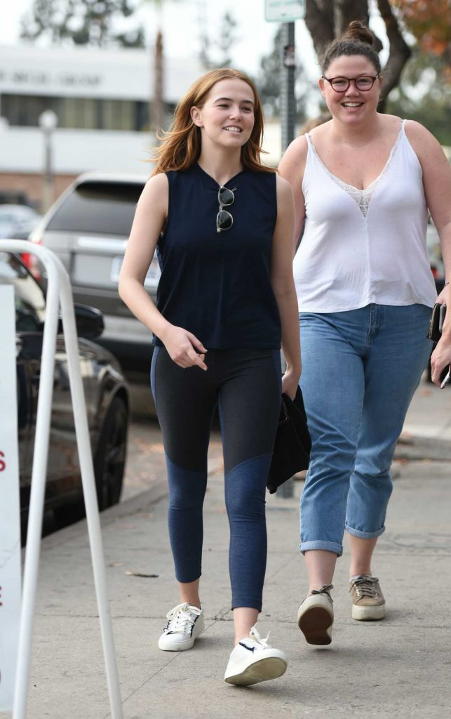 Zoey Deutch Leaves Joan's on Third with Some Friends in Studio City 01/06/2018-5