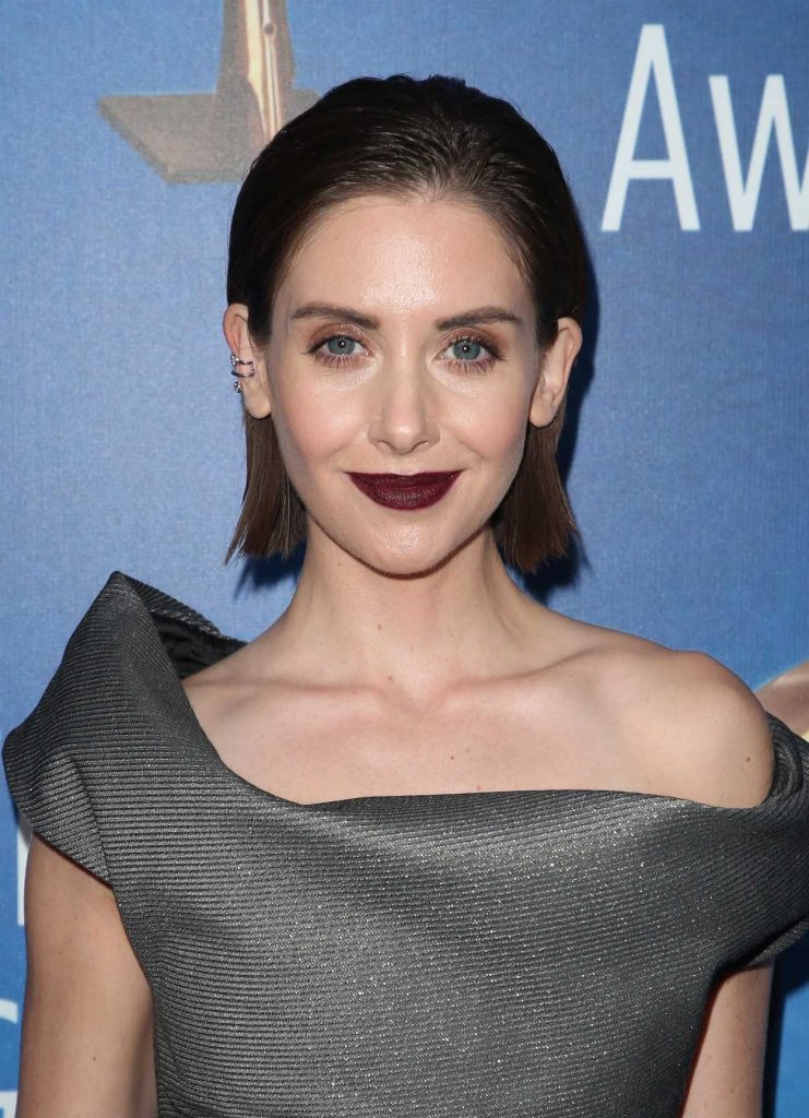 Alison Brie at 2018 Writers Guild Awards LA Ceremony in Beverly Hills 02/11/2018-5
