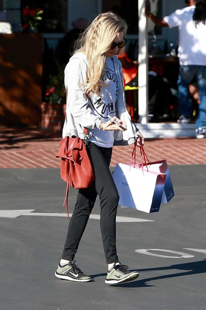 Amanda Seyfried Stops by Fred Segal for Some Shopping in West Hollywood 02/16/2018-3