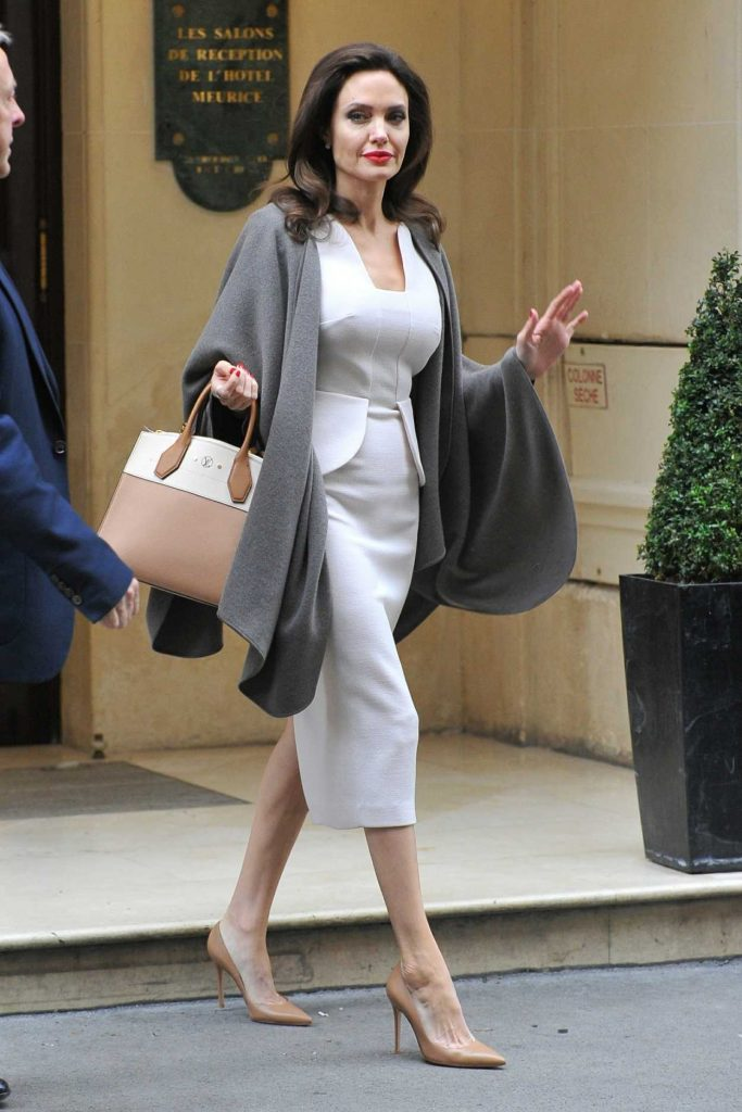 Angelina Jolie Leaves Her Hotel in Paris 01/30/2018-1