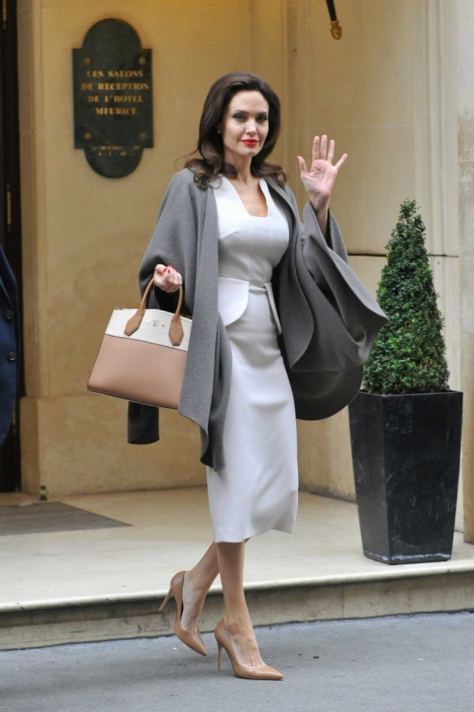 Angelina Jolie Leaves Her Hotel in Paris 01/30/2018-2