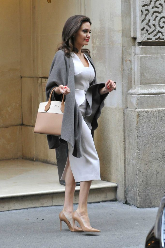 Angelina Jolie Leaves Her Hotel in Paris 01/30/2018-3