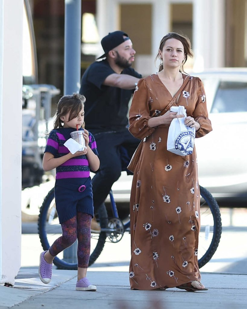 Bethany Joy Lenz Was Seen Out with Her Daughter in Los Angeles 02/17/2018-1