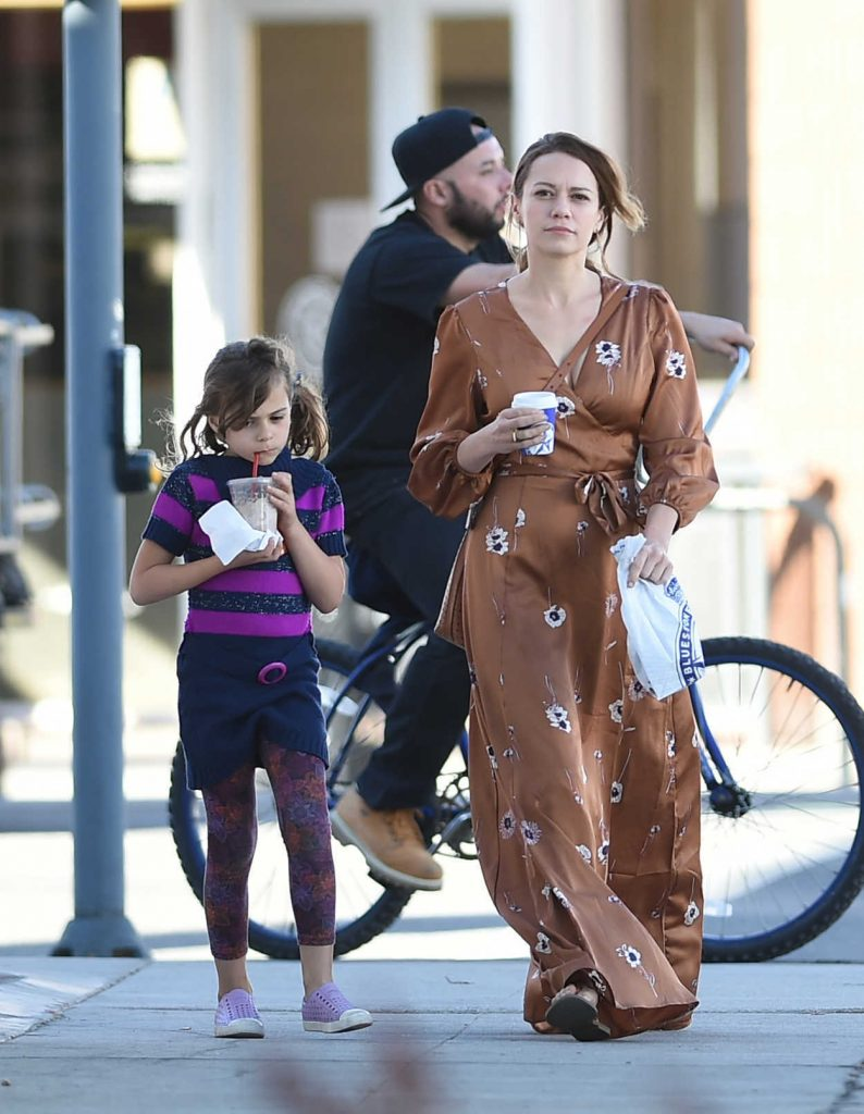 Bethany Joy Lenz Was Seen Out with Her Daughter in Los Angeles 02/17/2018-2